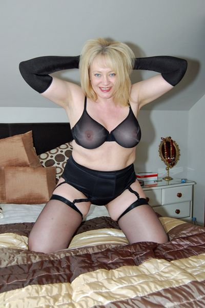 Mature English Wives free