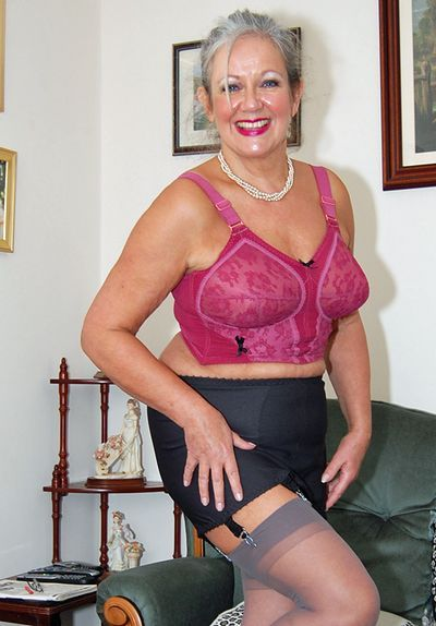 English Mature Wives 53